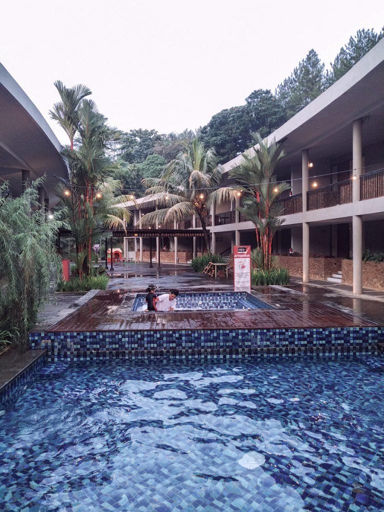Review Hotel Neo+ Green Savana Sentul